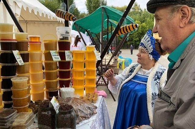 Эдуард Абдуллин: тюменцы могут купить на ярмарке продукты со скидкой