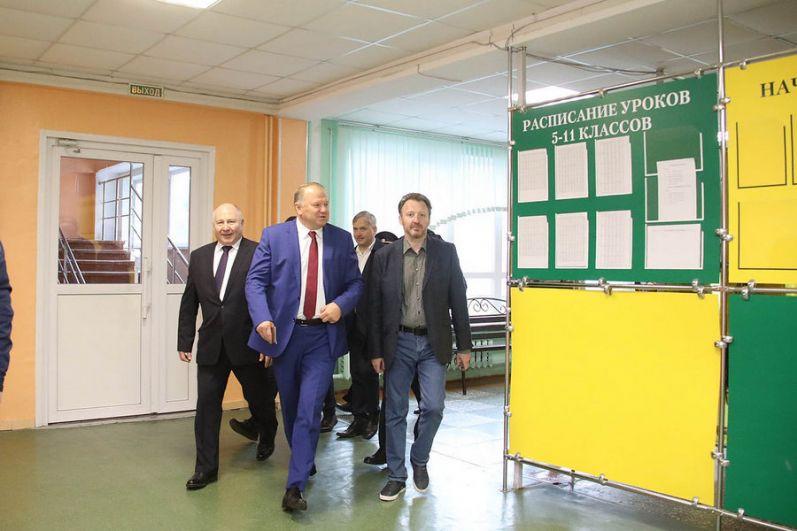 Полномочный представитель президента РФ в УрФО Николай Цуканов.