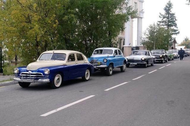 В параде ретро-автомобилей в Салехарде приняли участие 17 машин