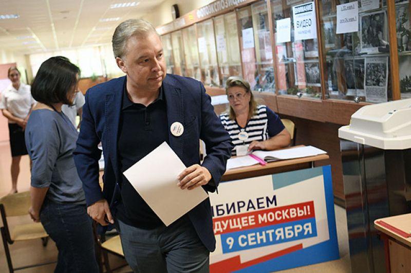 Кандидат на пост мэра Москвы Вадим Кумин от КПРФ в единый день голосования на избирательном участке ГБОУ Школа №117 в Москве.