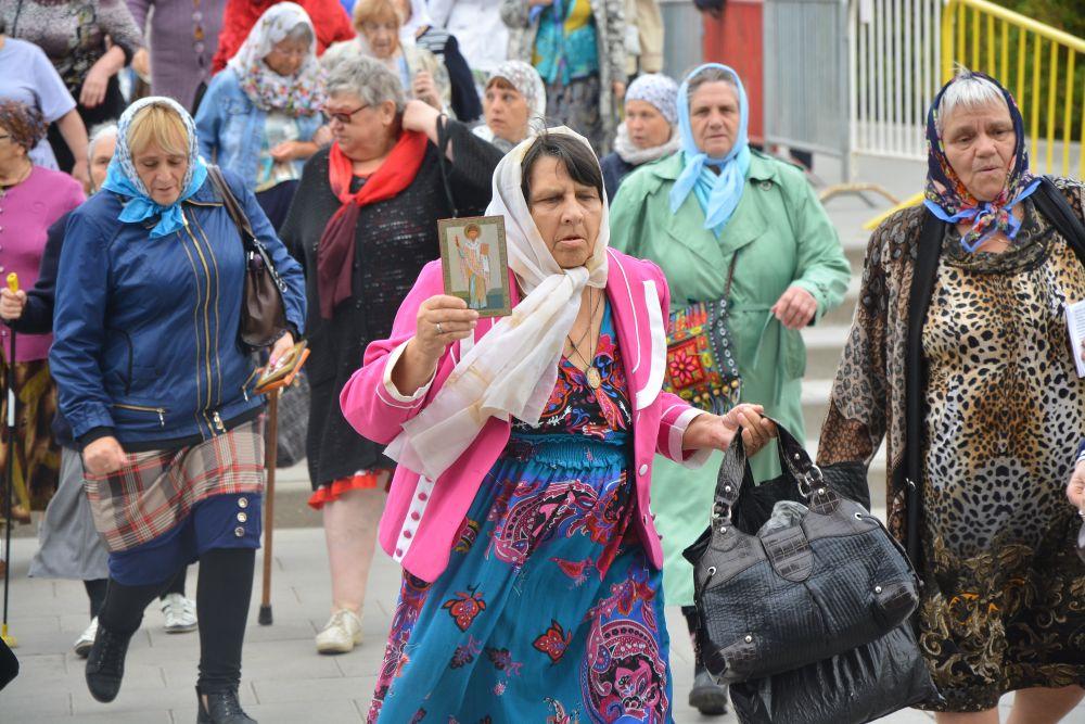 Тысячи паломников продолжают стоять в очереди к мощам Спиридона Тримифунтского в Туле Aa4c9ed8b29d2ed9c2c6349c0100f337