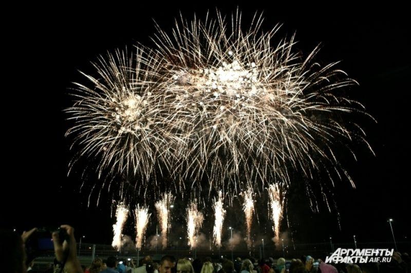 Организаторы обещали фейерверк на уровне Каннского фестиваля.