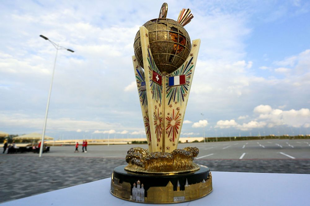 Кубок, который получит победитель чемпионата фейерверков.