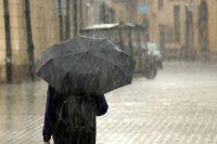 В городе идет дождь.