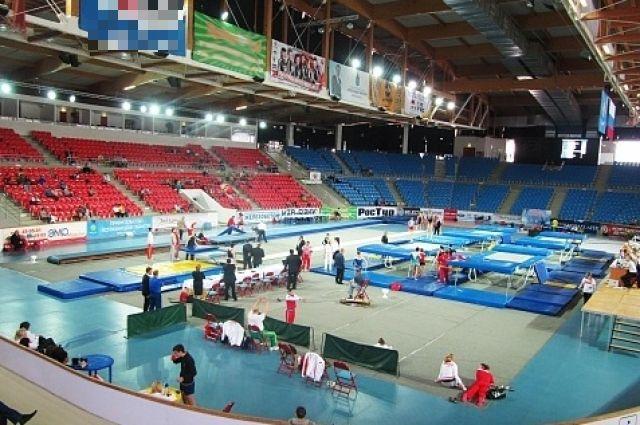 В России проводятся соревнования по прыжкам на батуте.