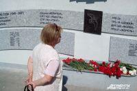 На постаменте памятника запечатлены имена всех 183 погибших и названия 39 судов.