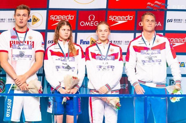 Мария Каменева (вторая слева).