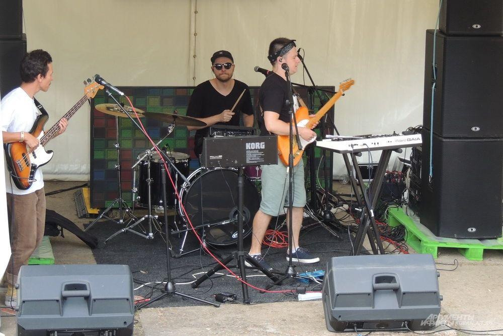 Музыкальный проект «Plush Moon» на малой сцене фестиваля.