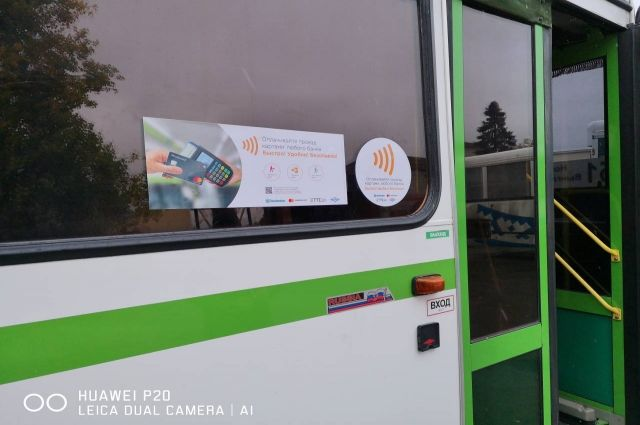 Ноябряне могут оплатить проезд в автобусе по безналу на трех маршрутах