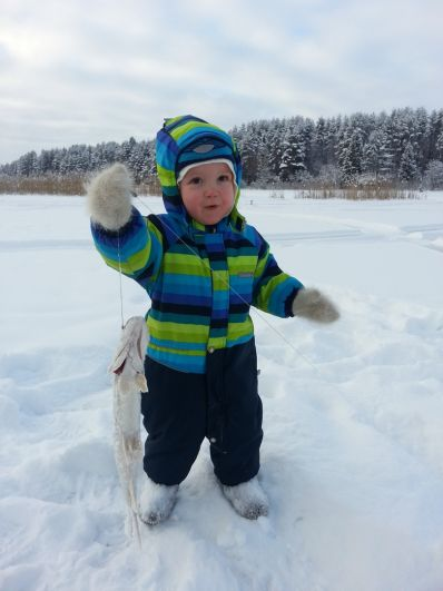 30. Максим Ляхин (2 года). На зимней рыбалке с дедом на пруду в Большесосновском районе в 2016 году достал свою первую щучку!