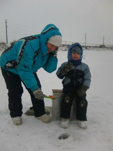 8. Вячеслав Цой, 6 лет. На фото - первая рыбалка в 4 года вместе с дедушкой и бабушкой. Рыбачили мы на нашем пруду в городе Добрянка.