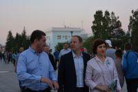 Виктор Томенко с супругой и Сергеем Дугиным.