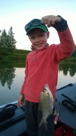 7. Глушенко Феликс, 5 лет, 13 августа на реке Сылва поймал первую в жизни рыбу - густеру.