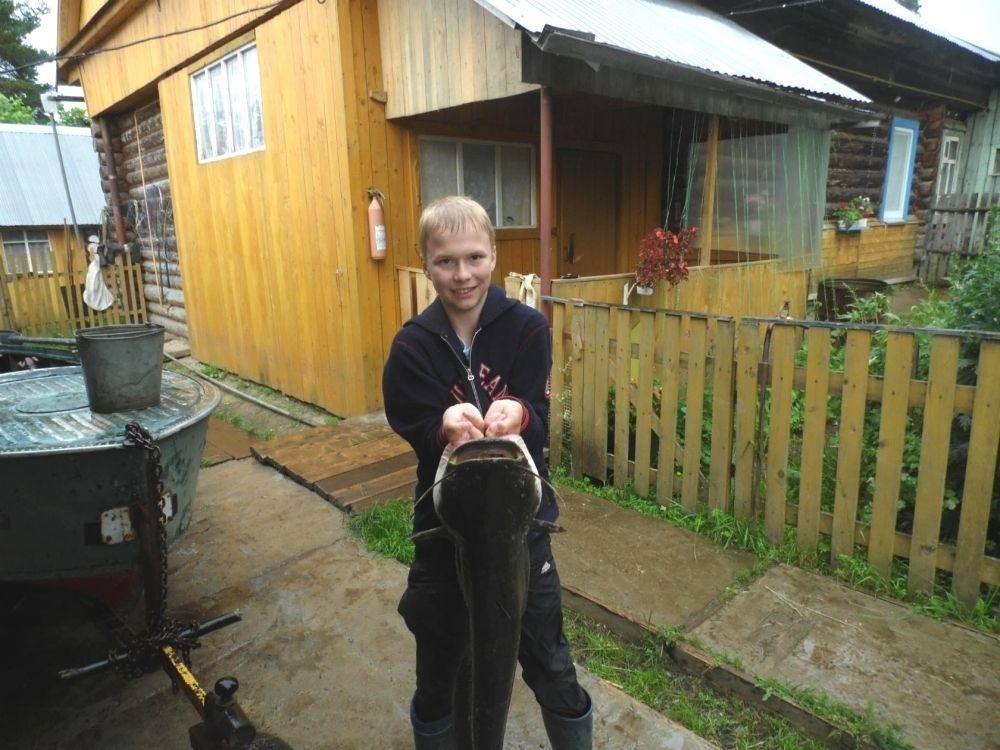 18. Михаил Шкляев, 13 лет. Поймал 10 июля сома весом почти 9,5 кг. Выловил её из Камы в г. Оханске.