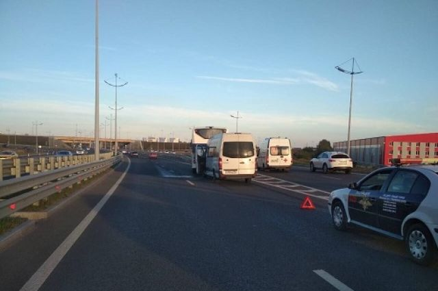 Пять человек пострадали при ДТП с маршруткой и автобусом в Калининграде.