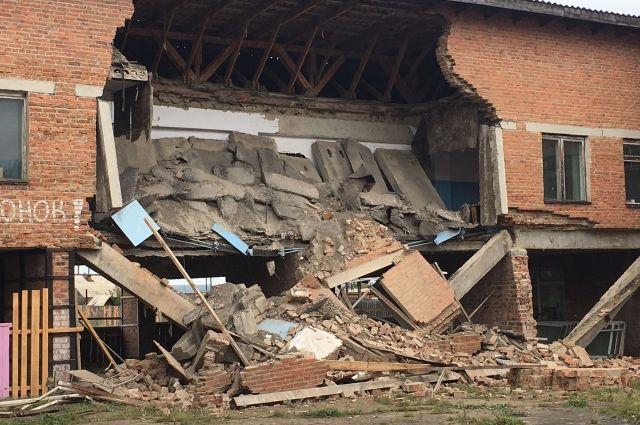 Часть здания признали аварийным ещё в 2009 году.