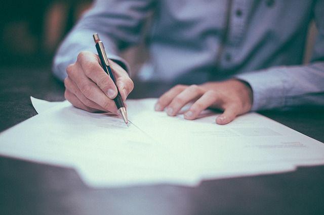 Мужчину побили и заставили подписать договор.