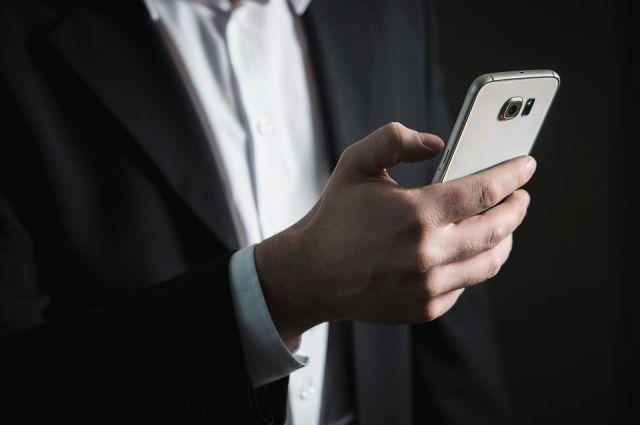 33-летний мужчина, будучи пьяным, пришёл в квартиру к бывшей гражданской жене. Там он «на память» снял видео интимных сцен с ней на камеру своего мобильного телефона.