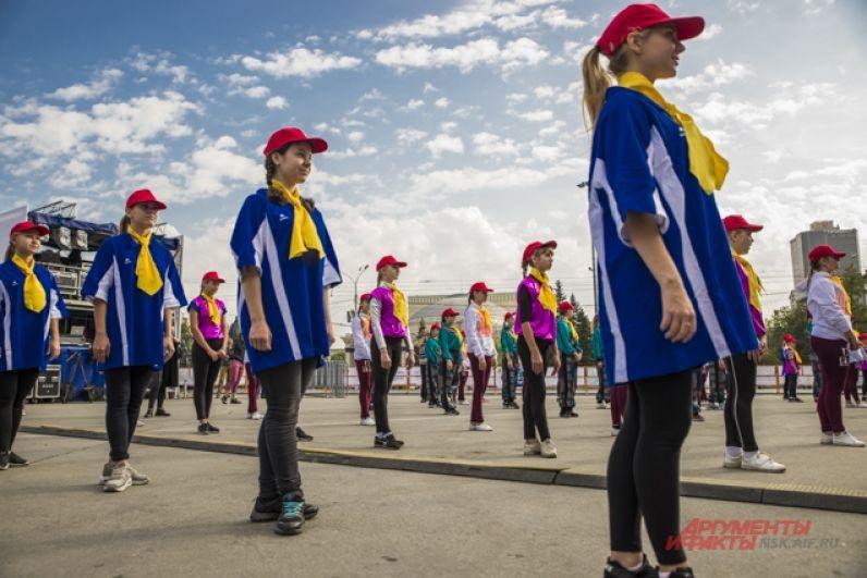 На празднике выступили творческие коллективы.