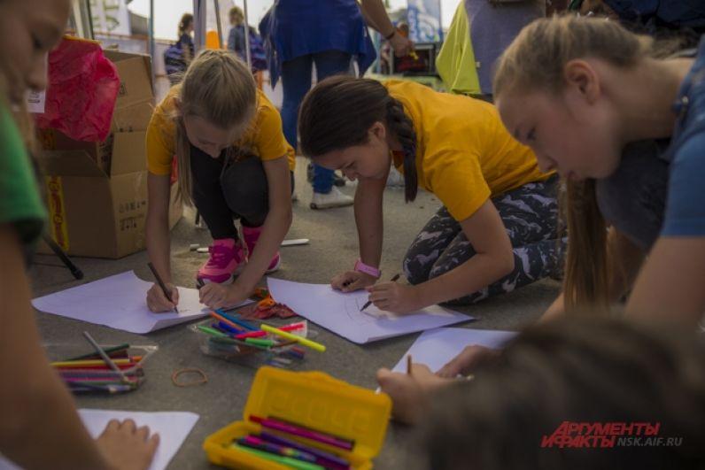 Дети с радостью участвовали в творческих конкурсах. Они с увлечением рисовали своих любимых спортсменов.