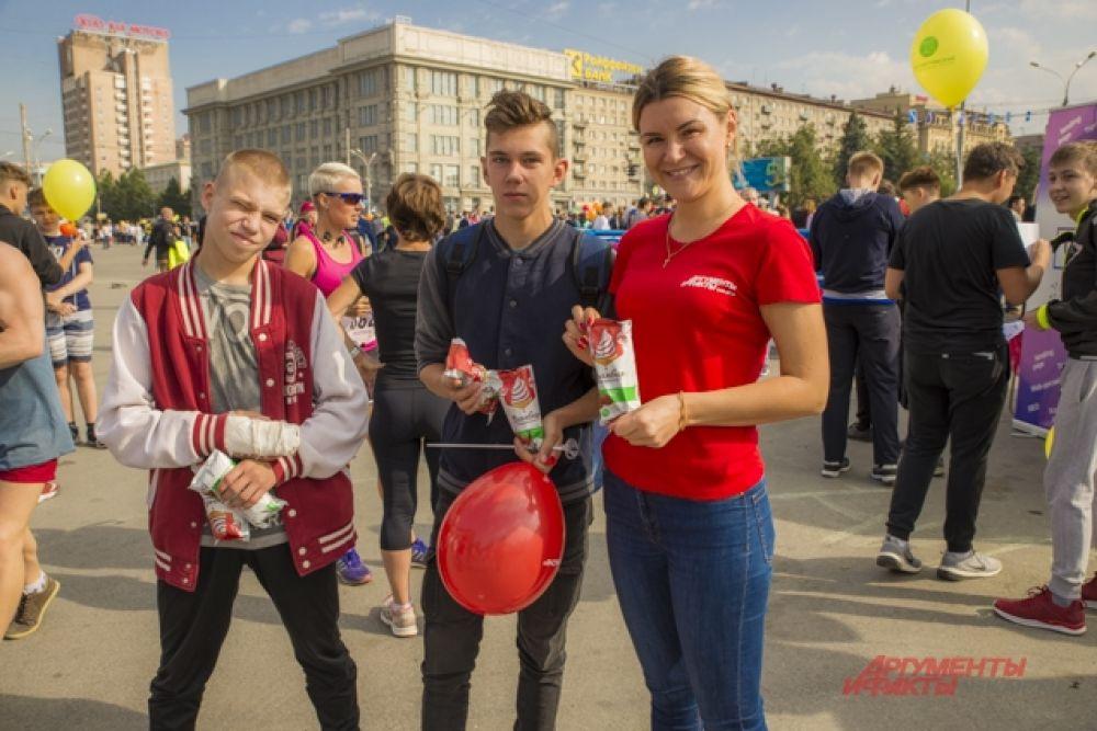 """За победу дети получали вкусное мороженое от Фабрики ООО """"Ангария"""""""