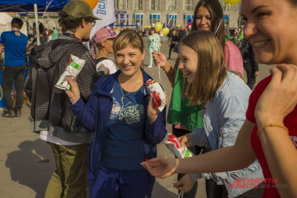 А еще на площадке раздавали мороженое