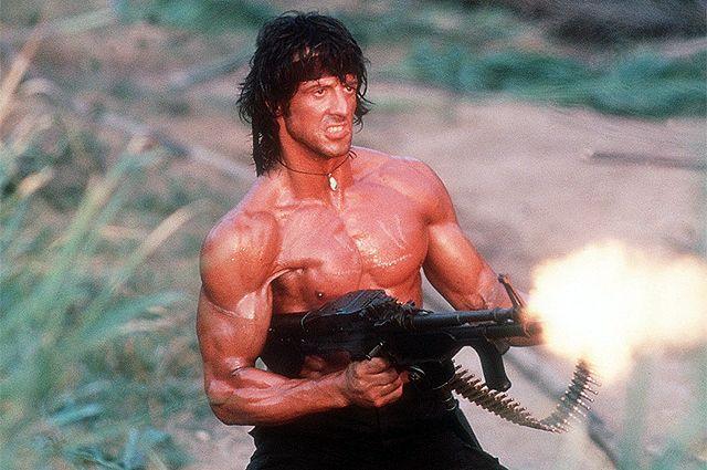 Сильвестр Сталлоне в роли Рэмбо.