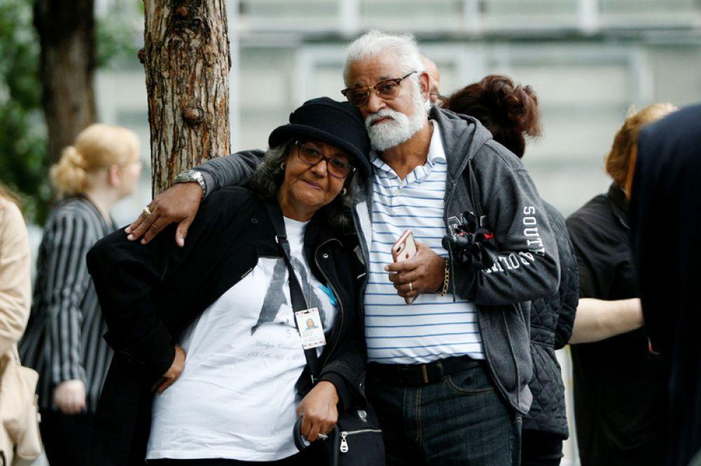 Пожилая пара у Национального мемориала и музея 11 сентября, Нью-Йорк.
