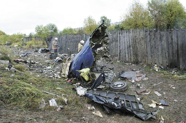 Обломки самолёта валялись на площади более четырёх километров.