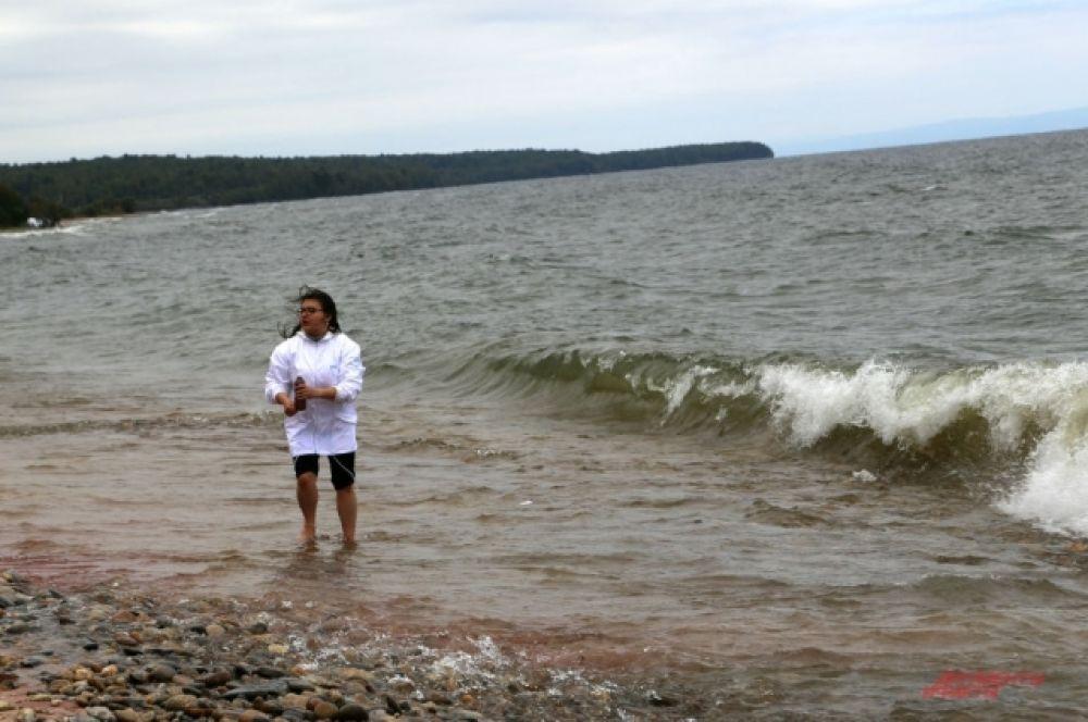 Байкал с благодарностью встречал волонтеров - небо было синим, а вода теплой.
