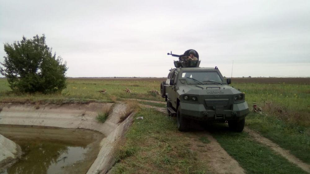 Украина перебросила войска в район Азовского моря.