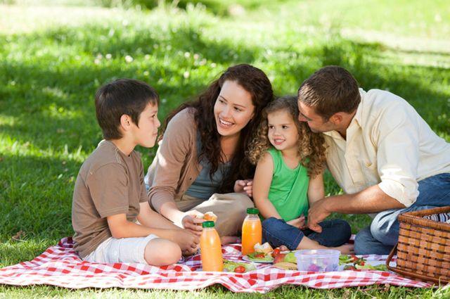 Ищите союзников, чтобы отвлечь своего родного человека от выпивки. Создавайте в семейной жизни больше ярких событий.