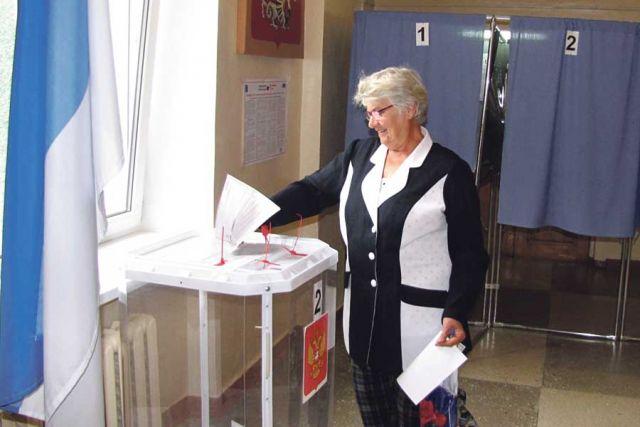 Особого оживления на избирательных участках областного центра не было.