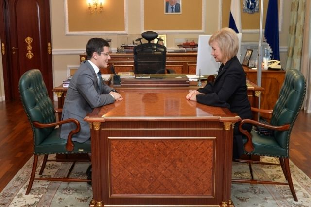 Дмитрий Артюхов провёл рабочую встречу с Еленой Зленко