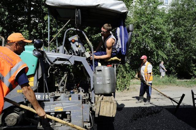 На будущий год контракты на ремонт омских дорог будут пересматривать