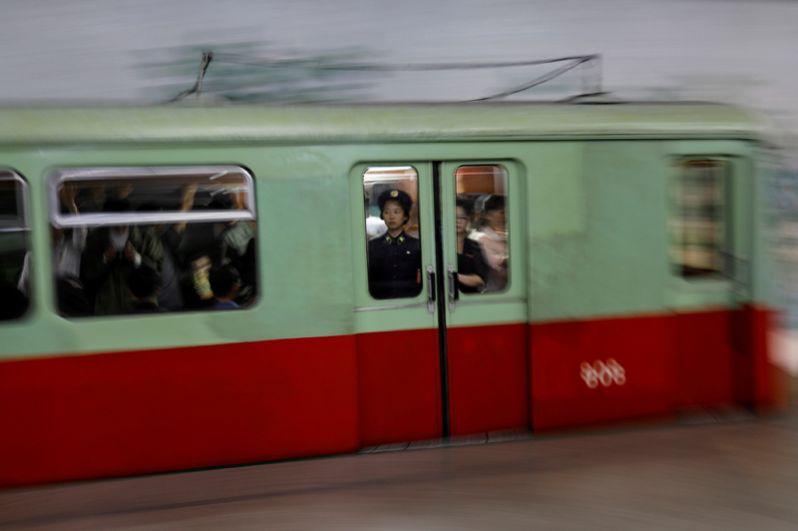 Строительство метрополитена в Пхеньяне началось в 1965 году.