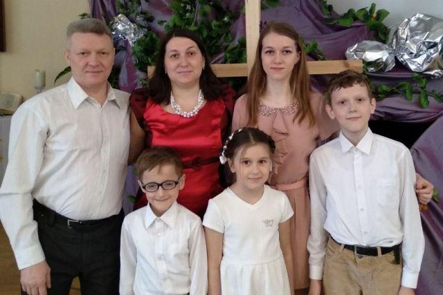 С мамой, папой, братьями и сёстрами любой праздник станосится теплее.