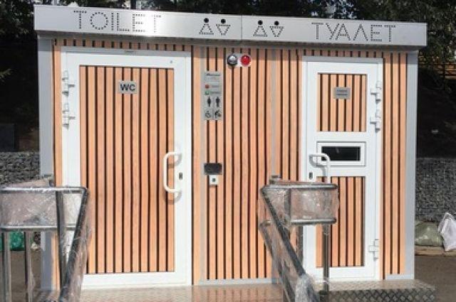 Модульные туалеты установлены в районе улицы Сурикова и Виноградовского моста.