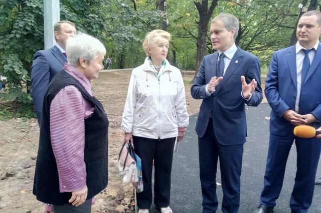 Владимир Панов проинспектировал ход работ по благоустройству парка.