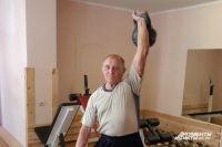 Николай Баранов из Калининградской  области - трёхкратный олимпийский чемпион по гиревому спорту.