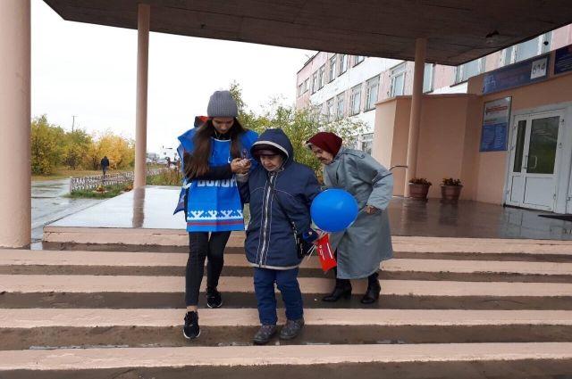 Ямальский избирком положительно оценил работу волонтеров на выборах