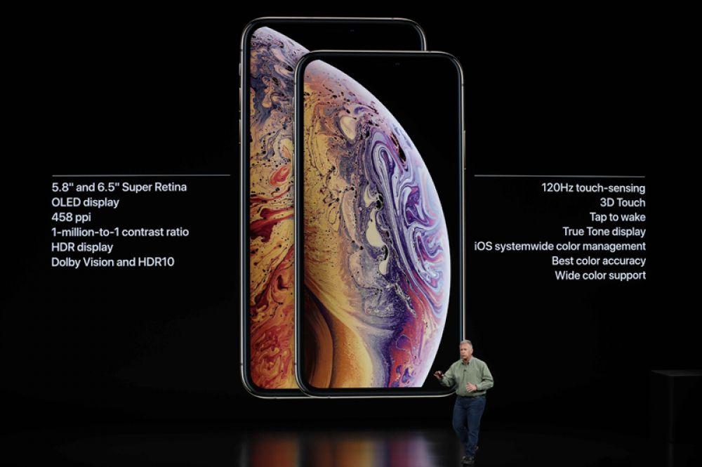 Старший вице-президент по маркетингу корпорации Apple Филипп Шиллер презентует iPhone XS.