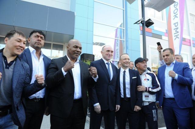 Церемония открытия нового ФОКа в Коркино благодаря всемирно известным боксёрам приобрела международный размах.