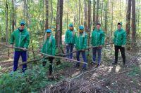 Проведение уборки в Черняевском лесу, напротив которого располагается школа №132, - это давняя традиция учебного заведения.