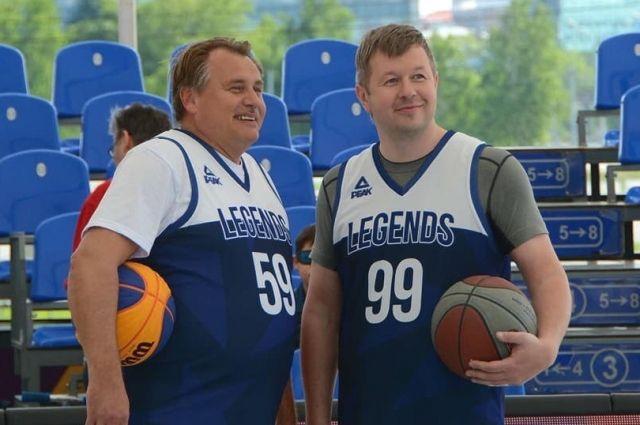 Сергей Богуславский (слева) теперь будет руководить пермским баскетбольным клубом.