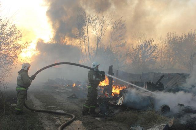 В поселке Первомайский горел гаражный строительный кооператив.