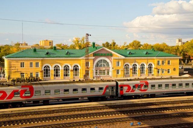 Сначала туристов поездом доставляют до Абакана.