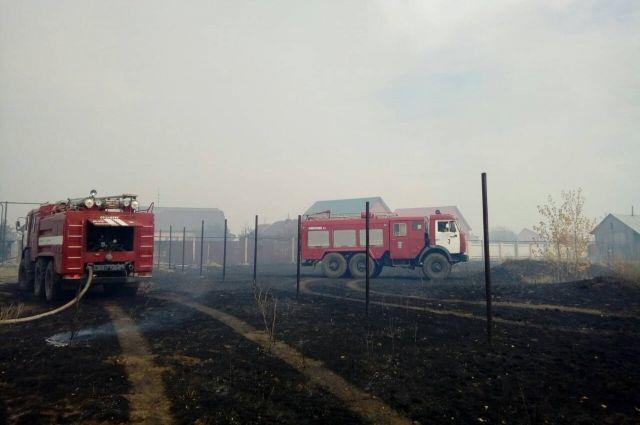 Угроза миновала: под Оренбургом локализован крупный пожар в п.9 Января.