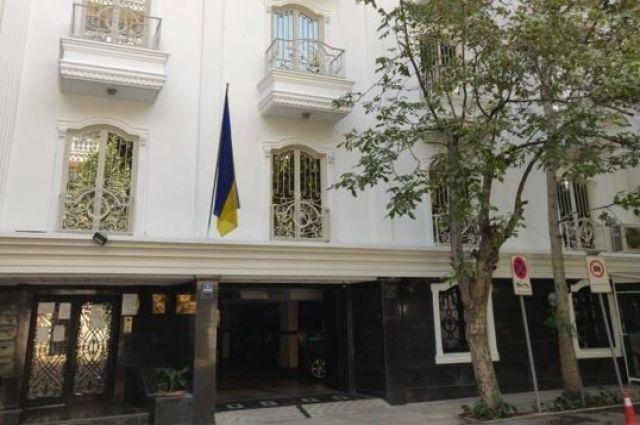 Украинка сбежала от избивавшего ее мужа в консульство Украины в Иране