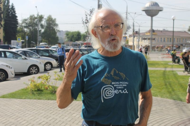 На открытие сквера приехал выпускник ВГУ, который сейчас живет в Белоруссии